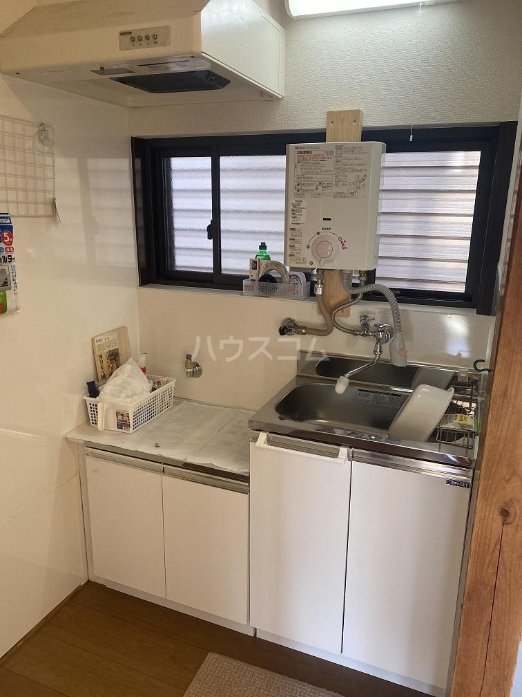 竹和荘 202号室のキッチン