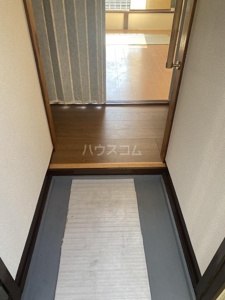 竹和荘 202号室の玄関