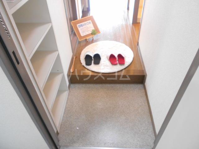 グレーシー西ノ京 210号室の玄関