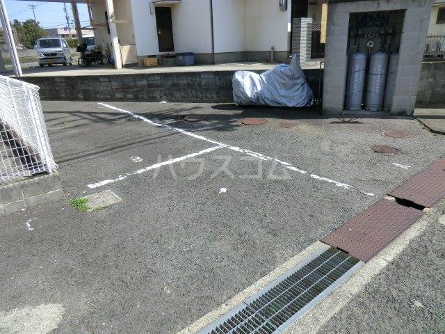 ラフォーレ西大路 203号室の駐車場