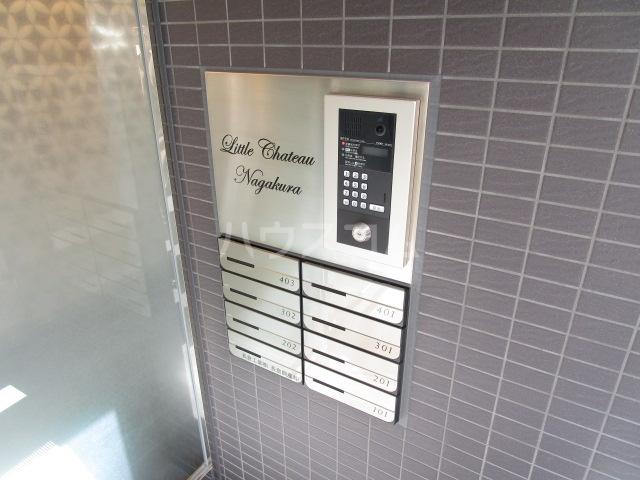 リトルシャトーナガクラ 402号室の玄関