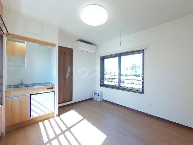 リトルシャトーナガクラ 402号室の居室