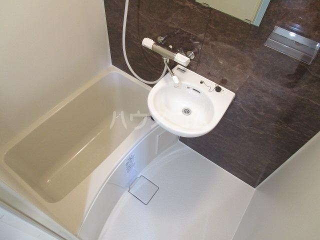 リトルシャトーナガクラ 402号室の風呂