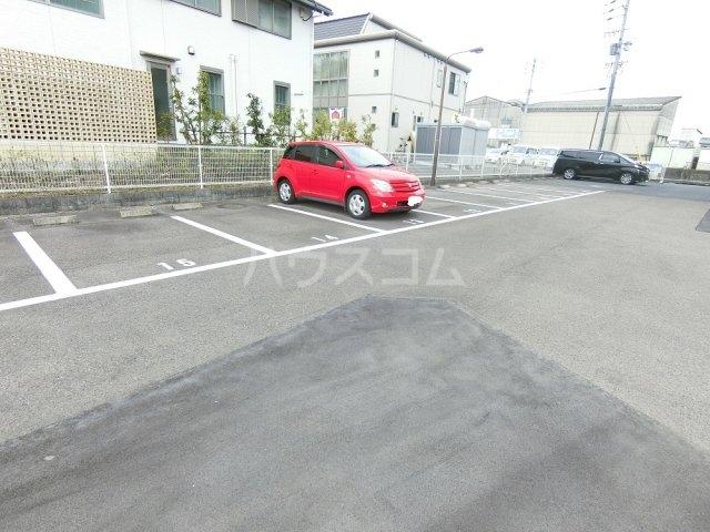 メゾン21 101号室の駐車場