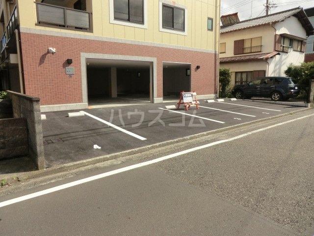 アルケア城北 205号室の駐車場