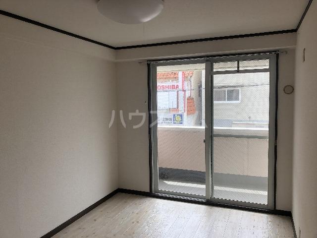シャルム上野西 202号室の居室