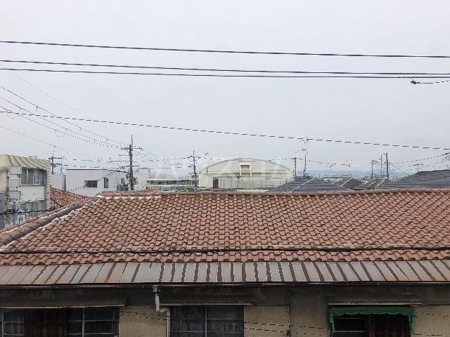 シャルム上野西 301号室のエントランス