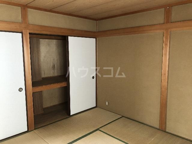 シャルム上野西 301号室の居室