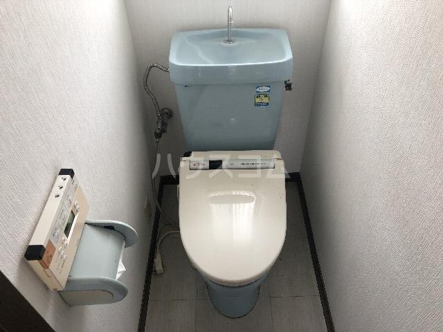 シャルム上野西 301号室のトイレ