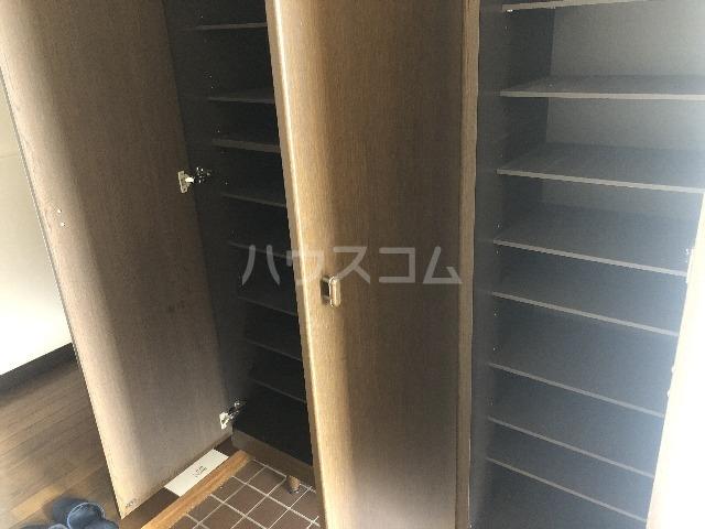 シャルム上野西 301号室の玄関