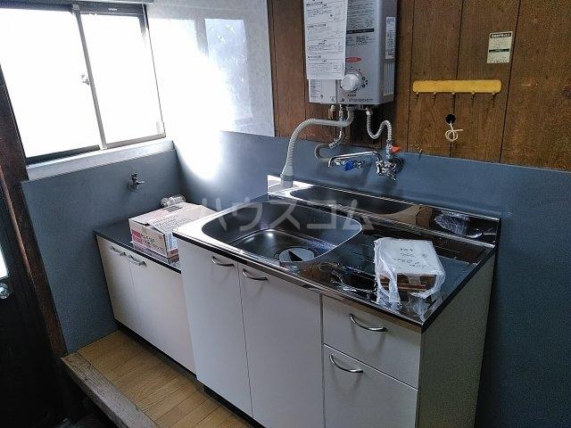 泉1丁目貸家のキッチン