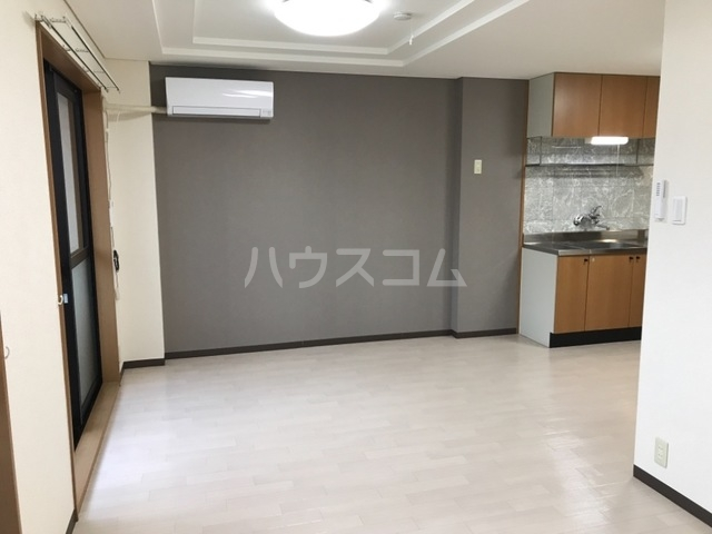 コンフォート・サラ 202号室のリビング