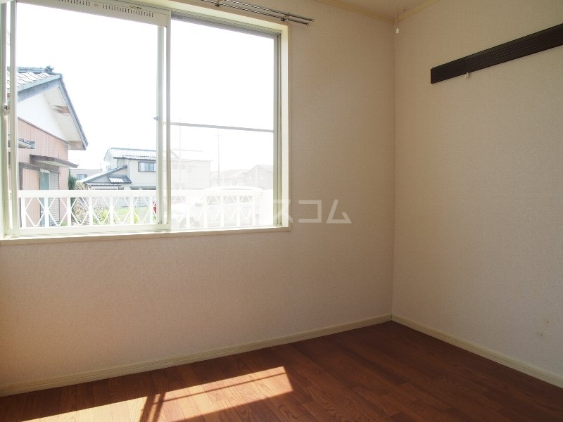 クイーンズガーデン 202号室のベッドルーム