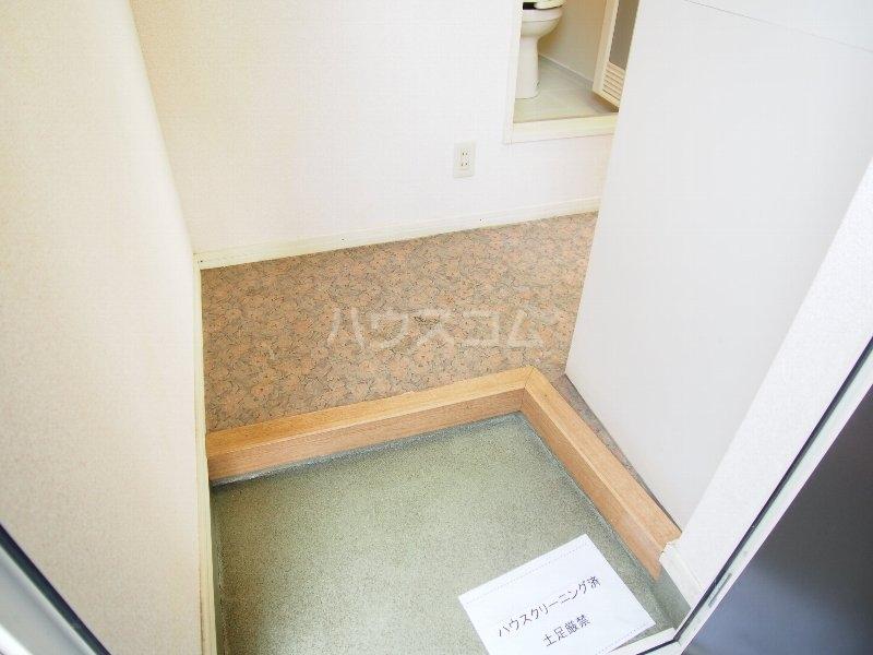 クイーンズガーデン 202号室の玄関