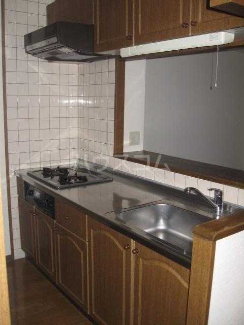 イースト・リバージュ 101号室のキッチン