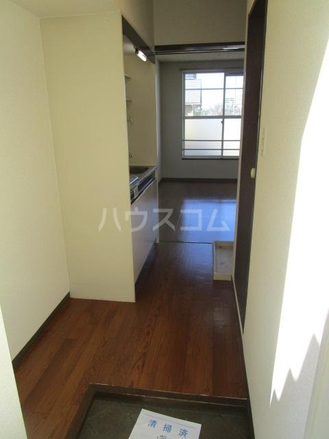 ラスールシライ 203号室の玄関