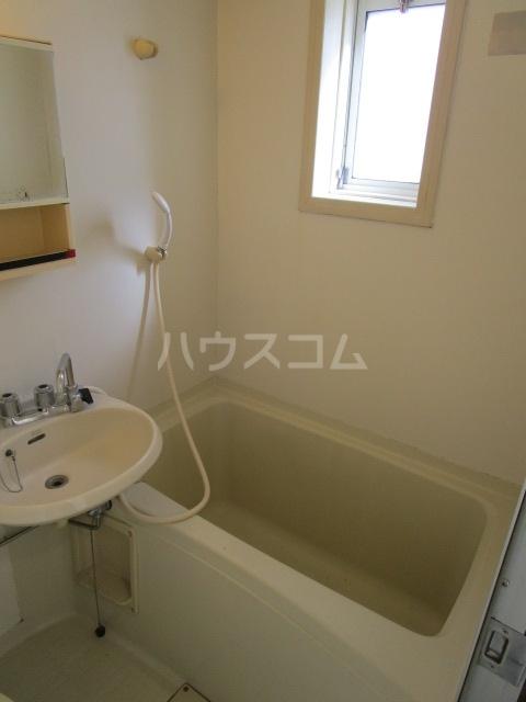 ラスールシライ 203号室の風呂