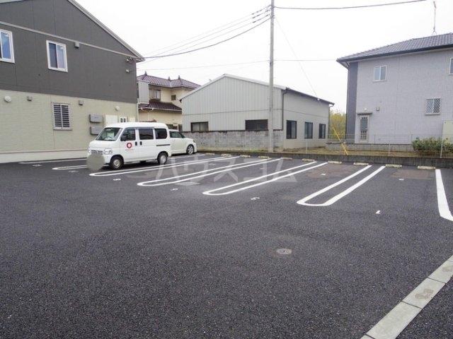 スローライフさしま 201号室の駐車場