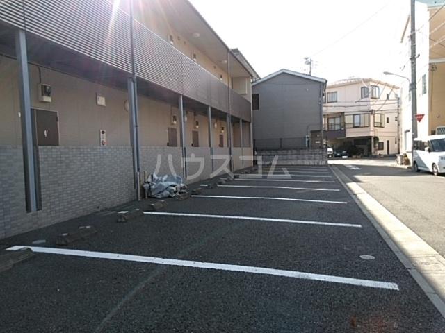 ハウスデュアル瑞江Ⅱ 202号室の駐車場