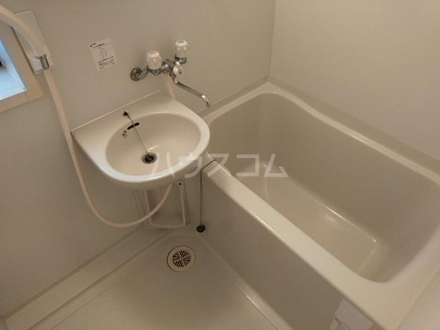 ハウスデュアル瑞江Ⅱ 202号室の風呂