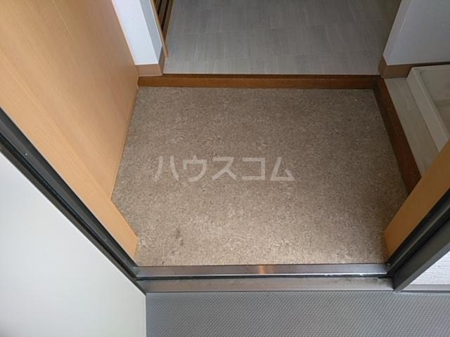 ハウスデュアル瑞江Ⅱ 202号室の玄関