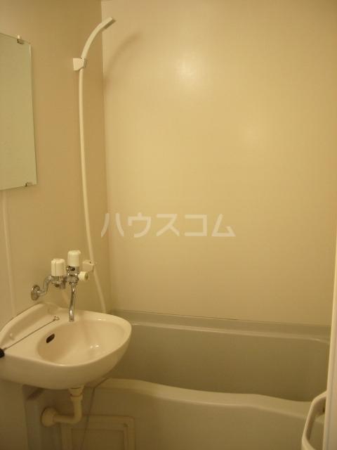 レオパレスルプラン 104号室の風呂