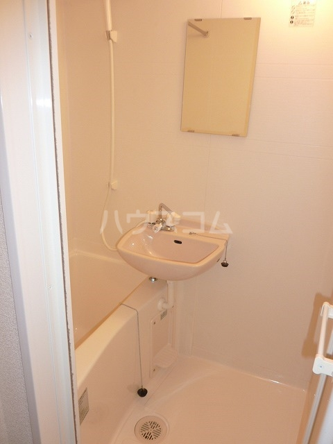 レオパレスONE 204号室の洗面所