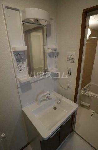 ブリーゼ磯子 301号室の洗面所