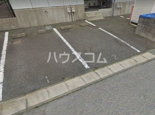 グリーンハイツ尾崎台 A 102号室の駐車場