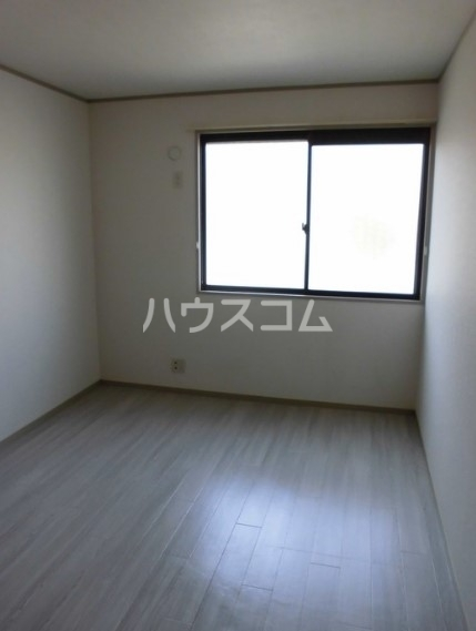 グリーンハイツ尾崎台 A 102号室の居室