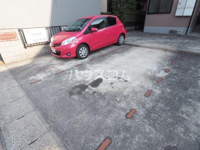 コートヴィレッジ 102号室の駐車場