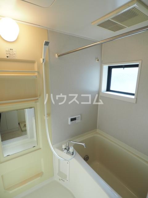 コートヴィレッジ 102号室の風呂