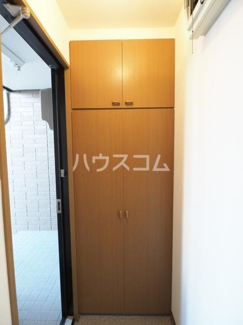 コートヴィレッジ 102号室の玄関