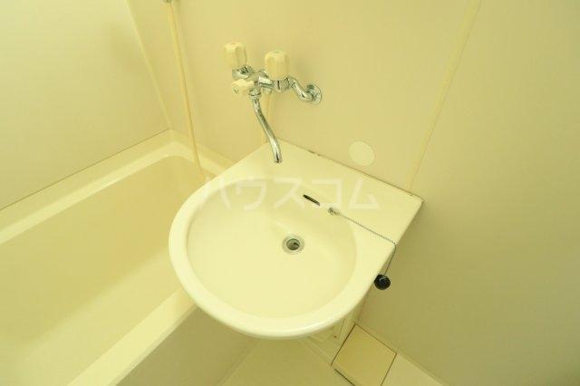 流山カサベラ七番館 102号室の洗面所