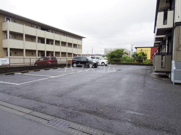 セジュール久津見 105号室の駐車場