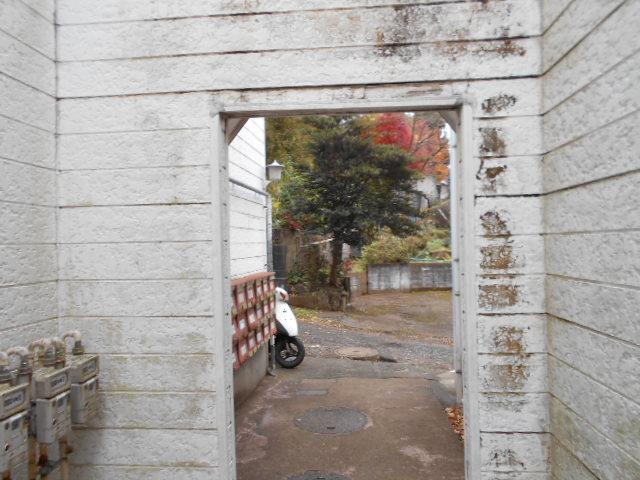 ホワイトウイング連光寺Ⅱ 201号室のエントランス