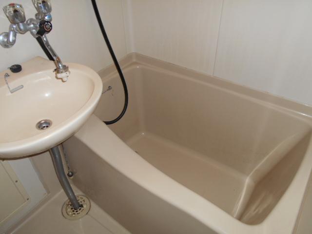 ホワイトウイング連光寺Ⅱ 201号室の風呂
