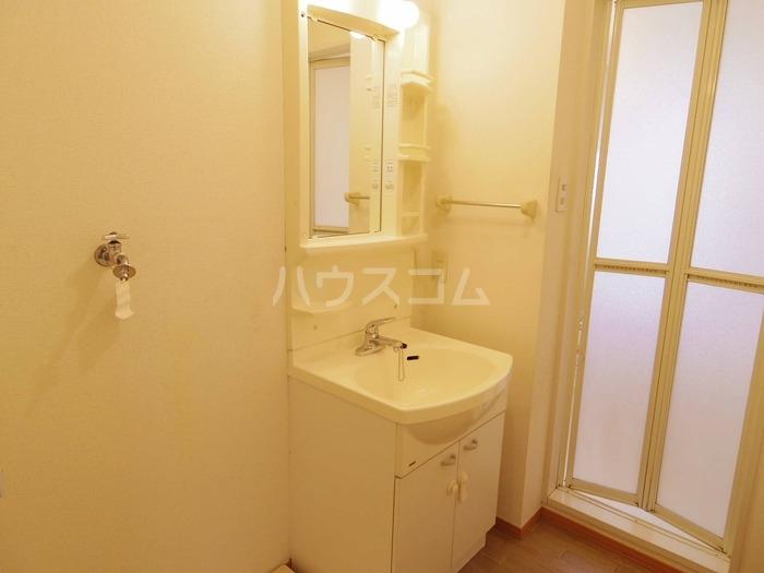 エスコルタ新町 B 201号室の洗面所