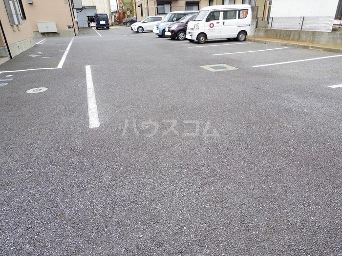 エスコルタ新町 B 201号室の駐車場