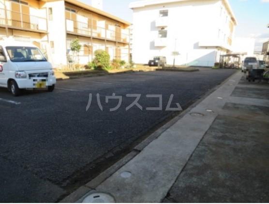 神取ハイツ 101号室の駐車場