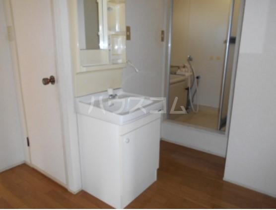 神取ハイツ 101号室の洗面所