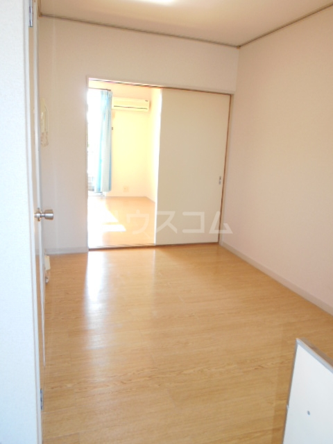 エステートピアジュネス 207号室の玄関