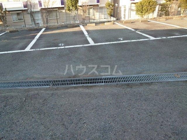 サクセスダイセイ 206号室の駐車場