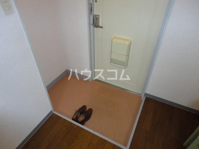 グレース安田 305号室の玄関