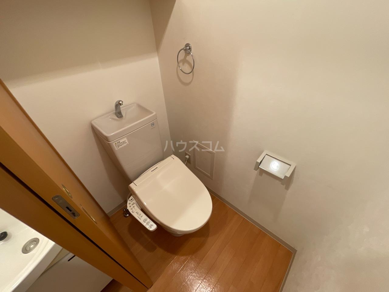 LEON-A 101号室のトイレ
