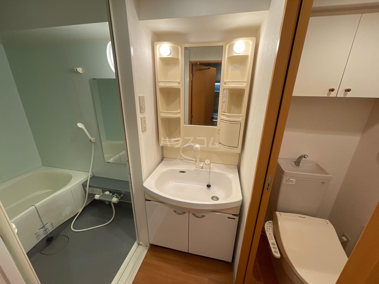 LEON-A 101号室の洗面所