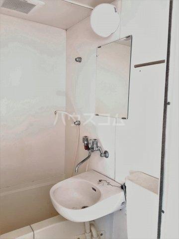 ウィンザー 201号室の洗面所