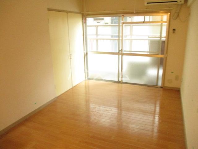 グリーンコーポ旭 303号室のリビング