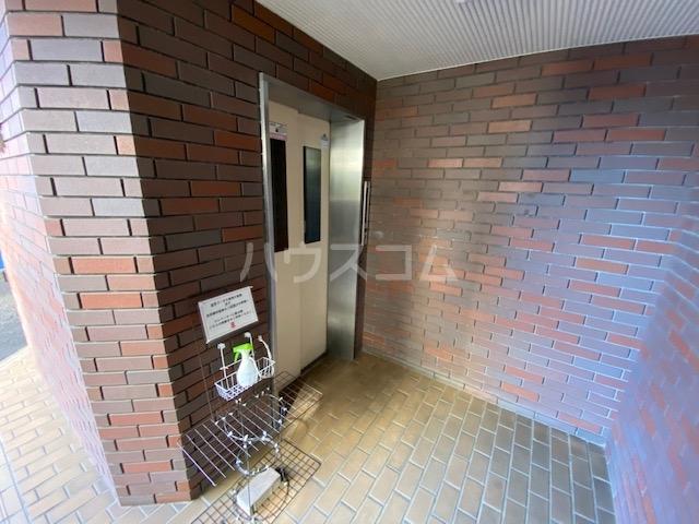 会田コーポ 401号室のエントランス