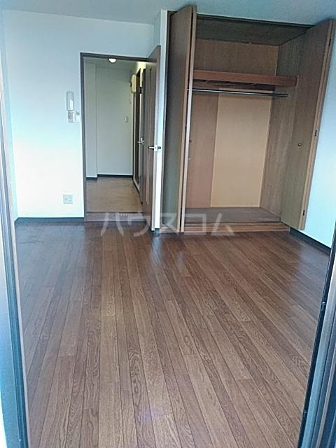 ウイングコートシェソワ 303号室のリビング